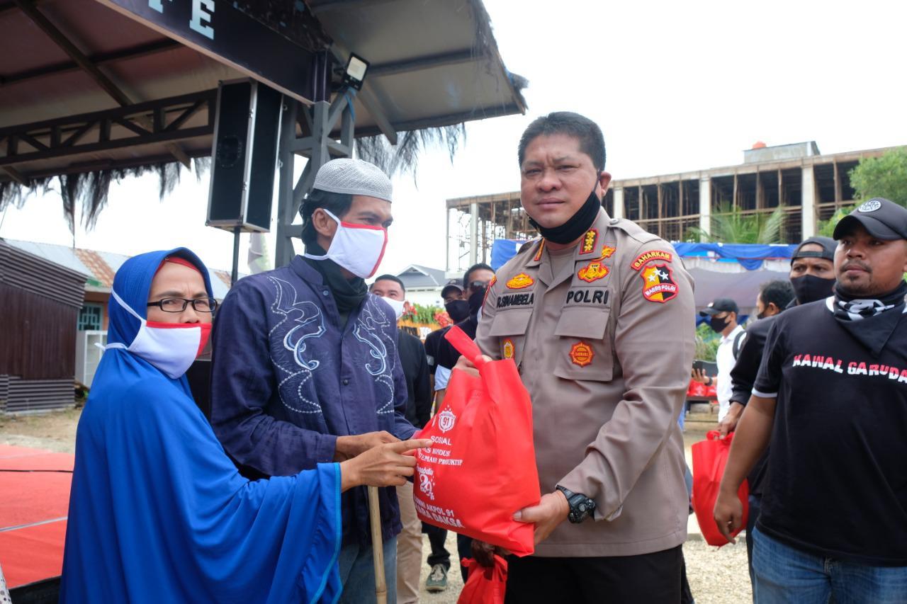 Alumni Akpol 1991 Bagikan 1000 Paket Sembako di Pekanbaru