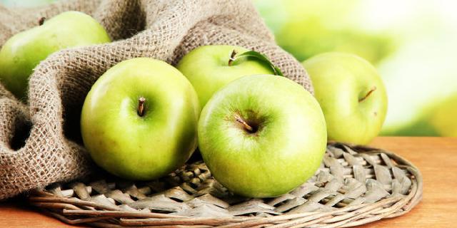 Kunyah-kunyah sebuah apel dan dapatkan 10 manfaat ajaib ini