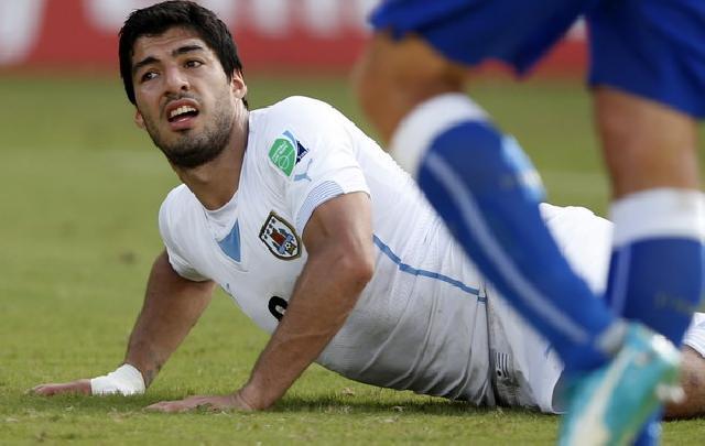 FIFA Mulai Investigasi Insiden Gigitan Suarez