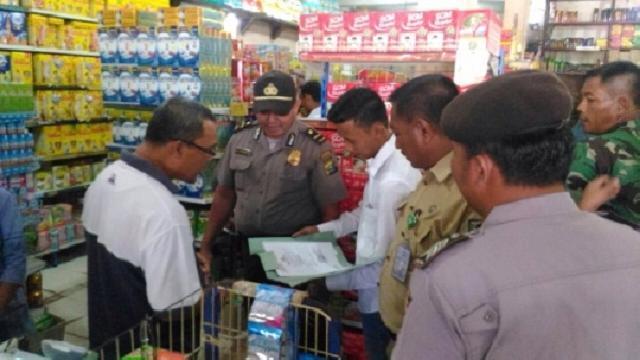 Polisi Temukan Belasan Botol Minuman yang Kadaluarsa