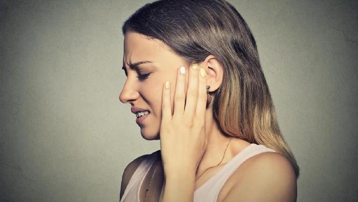 Apa Benar Telinga Berdenging, Gejala Terbaru COVID-19? Ini Penjelasan Dokter