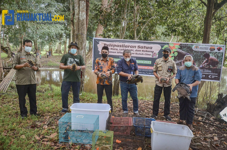 Polsek Teluk Meranti dan TNI Sosialisasikan Prokes di Pos PPKM
