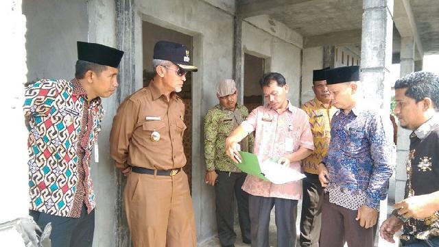 Wabup Monitoring Proyek Pembangunan Infrastruktur di Kecamatan Tasik Putri Puyu