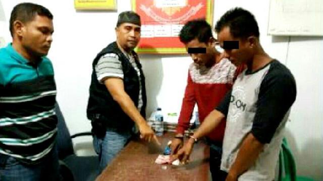 Polsek Kampar kiri tangkap dua pengedar narkoba