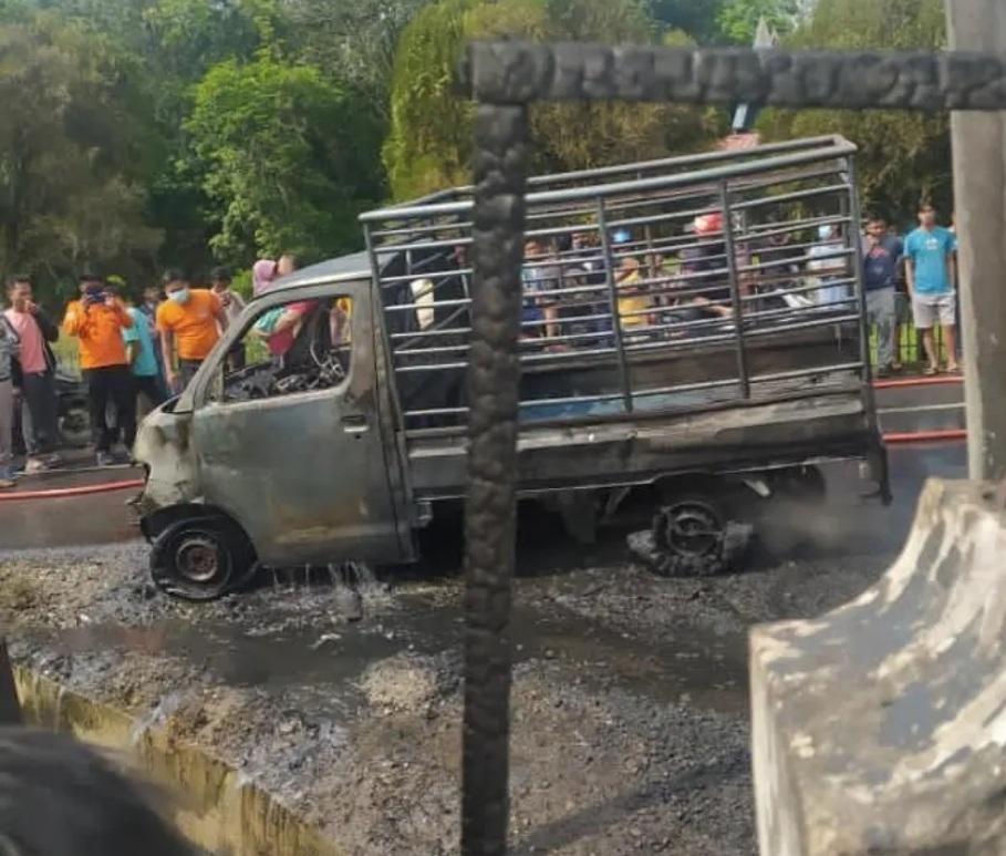 Mobil Pengangkut Solar Proyek Tol Terbakar di Muara Uwai Kampar