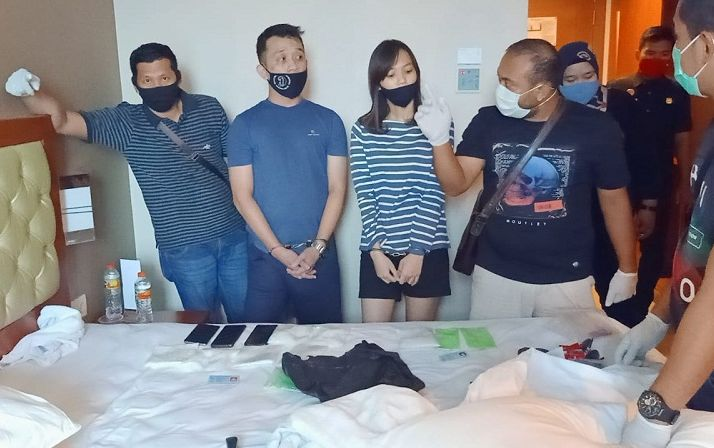Digerebek Bnnp Riau Mahasiswi Sembunyikan Sabu Di Kemaluan