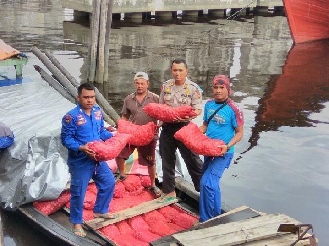 200 Karung Bawang Merah Ilegal Diamankan Satpol Air Polres Dumai