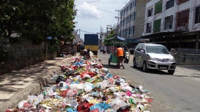 Sampah Menumpuk, DLH Berharap Kesadaran Masayarakat Membuang Sampah Tepat Waktu