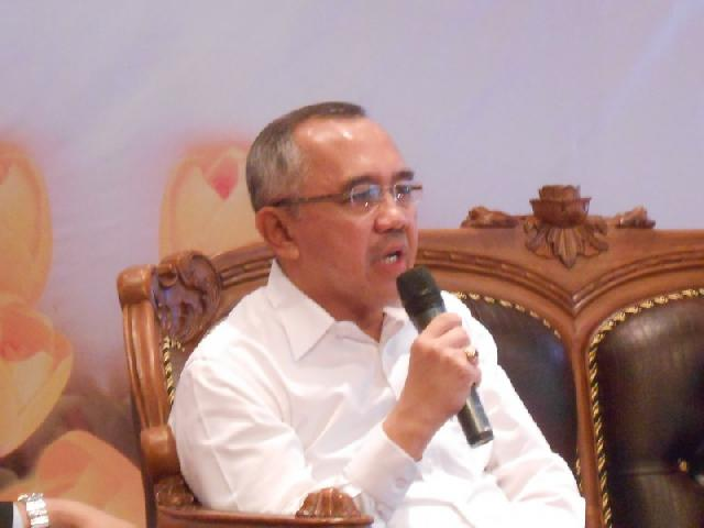 Guntur Tersangka, Plt Gubernur Prihatin