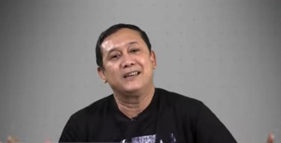 Denny Siregar Kritik Pemerintah, Kok Mendadak Berbalik Haluan?