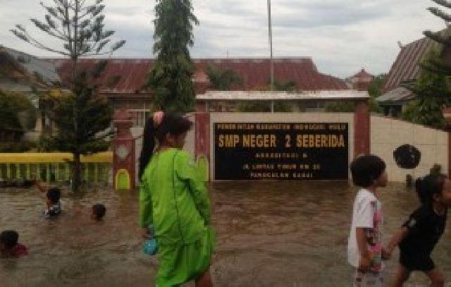 Banjir Melanda Sejumlah Sekolah di Inhu