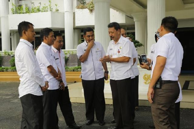 Meskipun tugas segera berakhir, Plt Wali Kota Pekanbaru tetap fokus bekerja