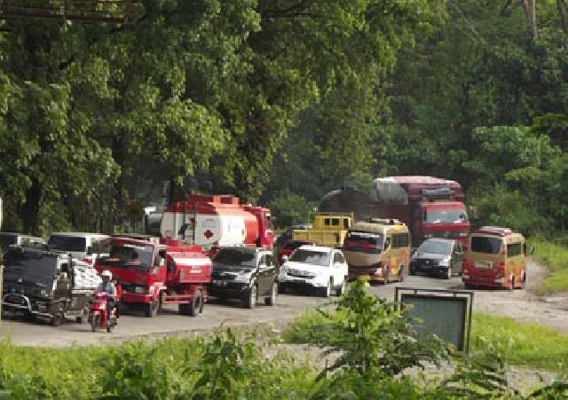 Jalan Lintas Riau-Sumbar Mulai Normal