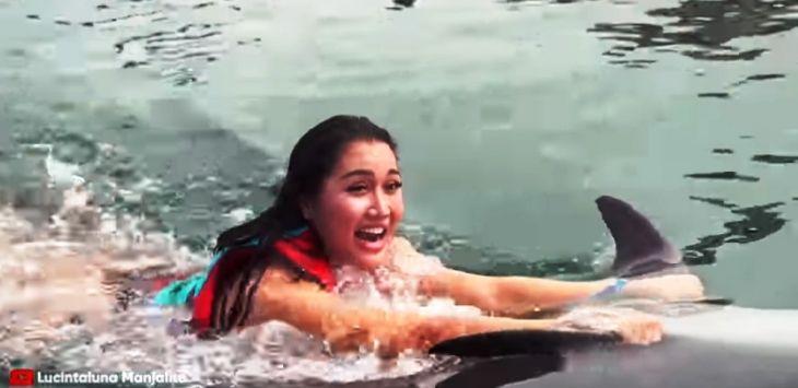 Lucinta Luna Dikecam Karena Dituding Eksploitasi Lumba-lumba
