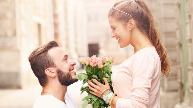 7 Sifat Wanita yang Bikin Pria Jatuh Cinta