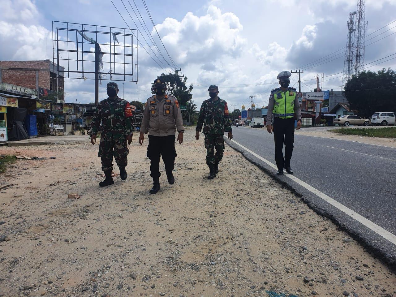 Bersama TNI, Polsek Bandar Sei Kijang Lakukan Patroli Kamtibmas