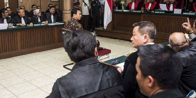 Takut bentrok, pendukung Ahok tonton sidang di Rumah Lembang