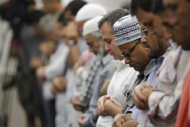 Mulai sekarang, PNS muslim wajib salat tepat waktu