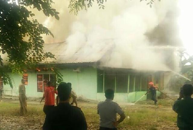 Dua Rumah Dinas Pemko Dumai Ludes Terbakar