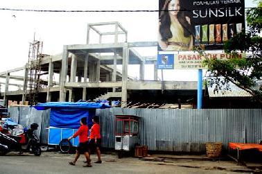 Dewan Pekanbaru Ingatkan Pedagang Cik Puan  yang Bangun Kios Permanen