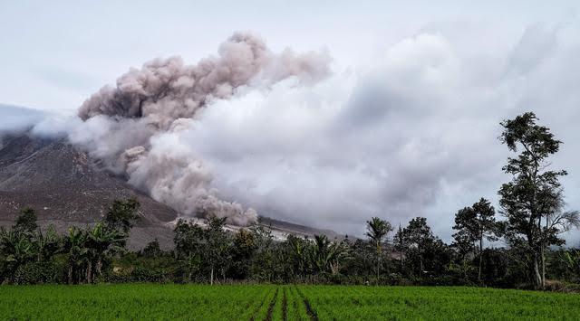 Gunung Sinabung Semakin Rutin Erupsi Beberapa Hari Ini
