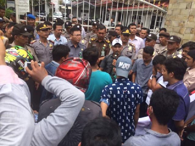 Datangi Kejati, Pendemo Tuding Keluarga Gubernur Riau Lakukan Pungli proyek