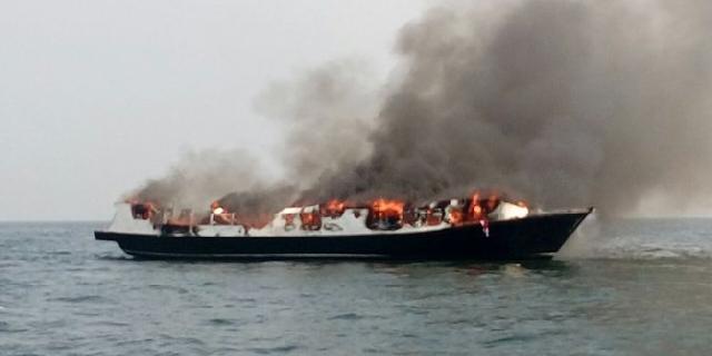 Kapal wisata terbakar di Muara Angke, 2 orang tewas, 7 luka