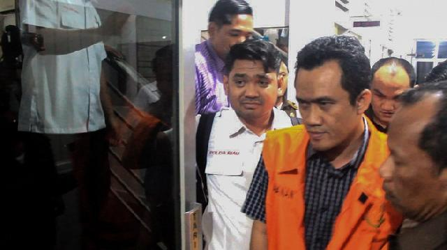 Ketua DPRD Bengkalis Diserahkan ke Kejaksaan Tinggi Riau