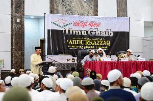 Gubernur Riau Bersama Puluhan Ribuan Jema'ah Hadiri Dauroh Syeikh Abdurrazzaq
